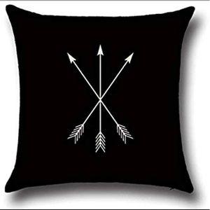 NWT, Arrow Pillow Case Cover.